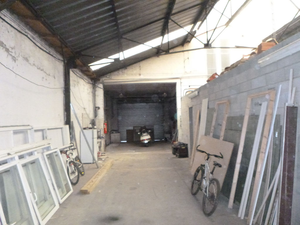 A VENDRE LOCAL COMMERCIAL DE (580 m²)** A SAINT-OMER
