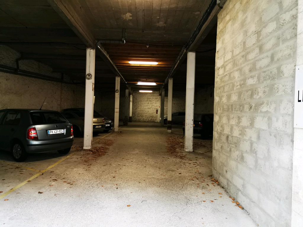 Lot de 12 places de parking centre ville